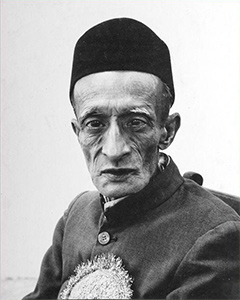 https://upload.wikimedia.org/wikipedia/en/a/a2/JyotindraDavePic.jpg
