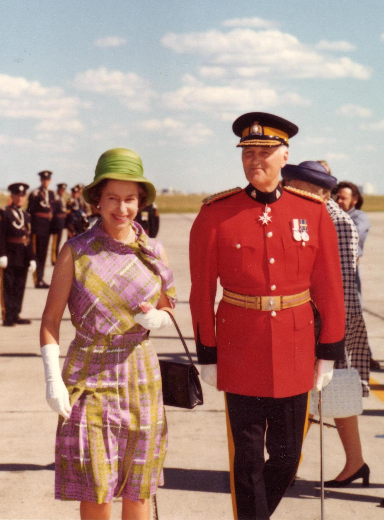 Higgitt and Queen Elizabeth II.jpg