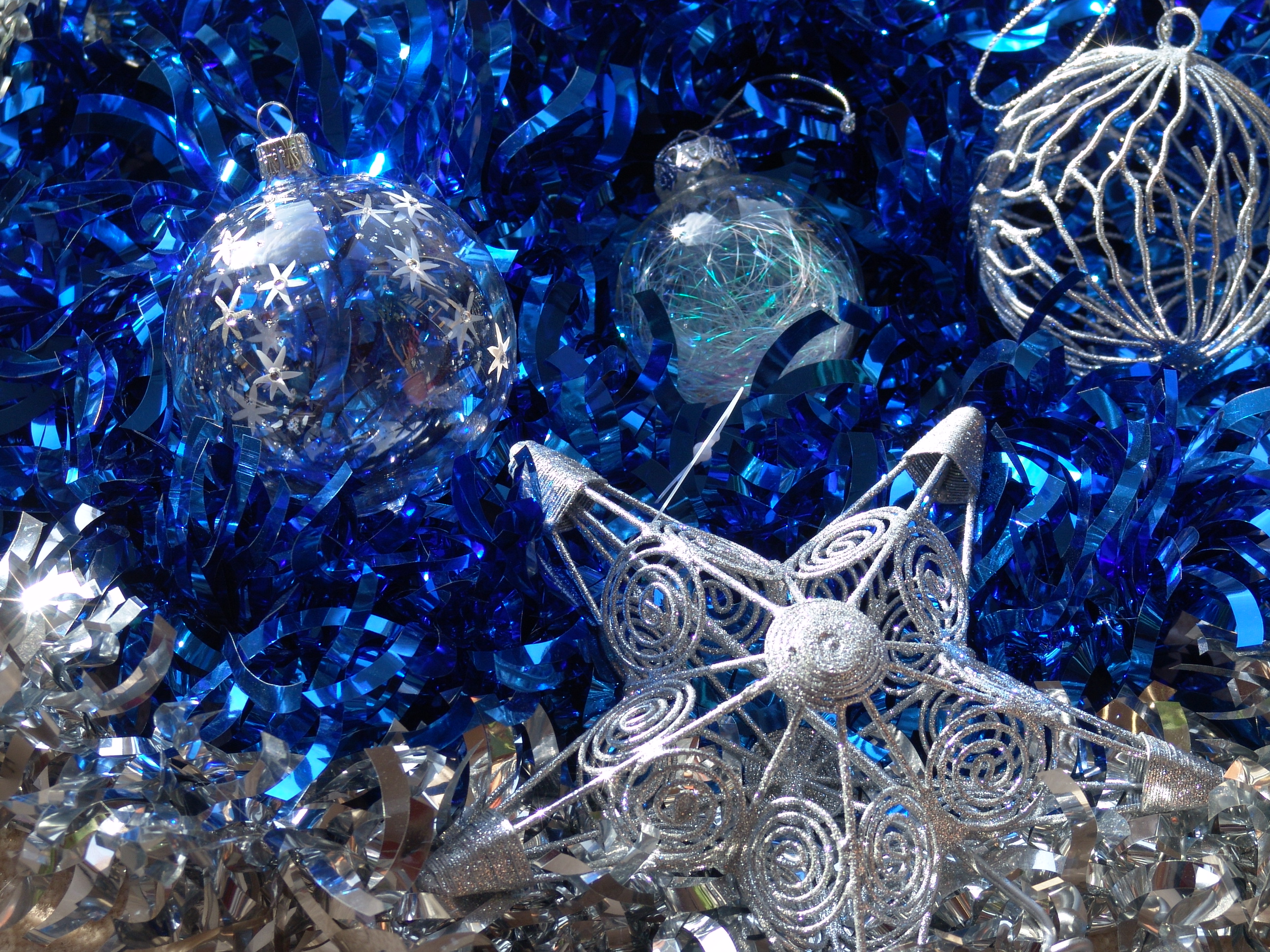 COLLECTION OF BEST CHRISTMAS BALLS DESIGNS: SILVER AND
