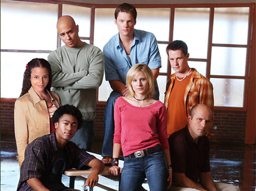 This is a photo that features the main cast of the first season of the television series Veronica Mars.