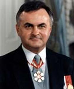 Ray Hnatyshyn Canadian politician of Ukrainian descent