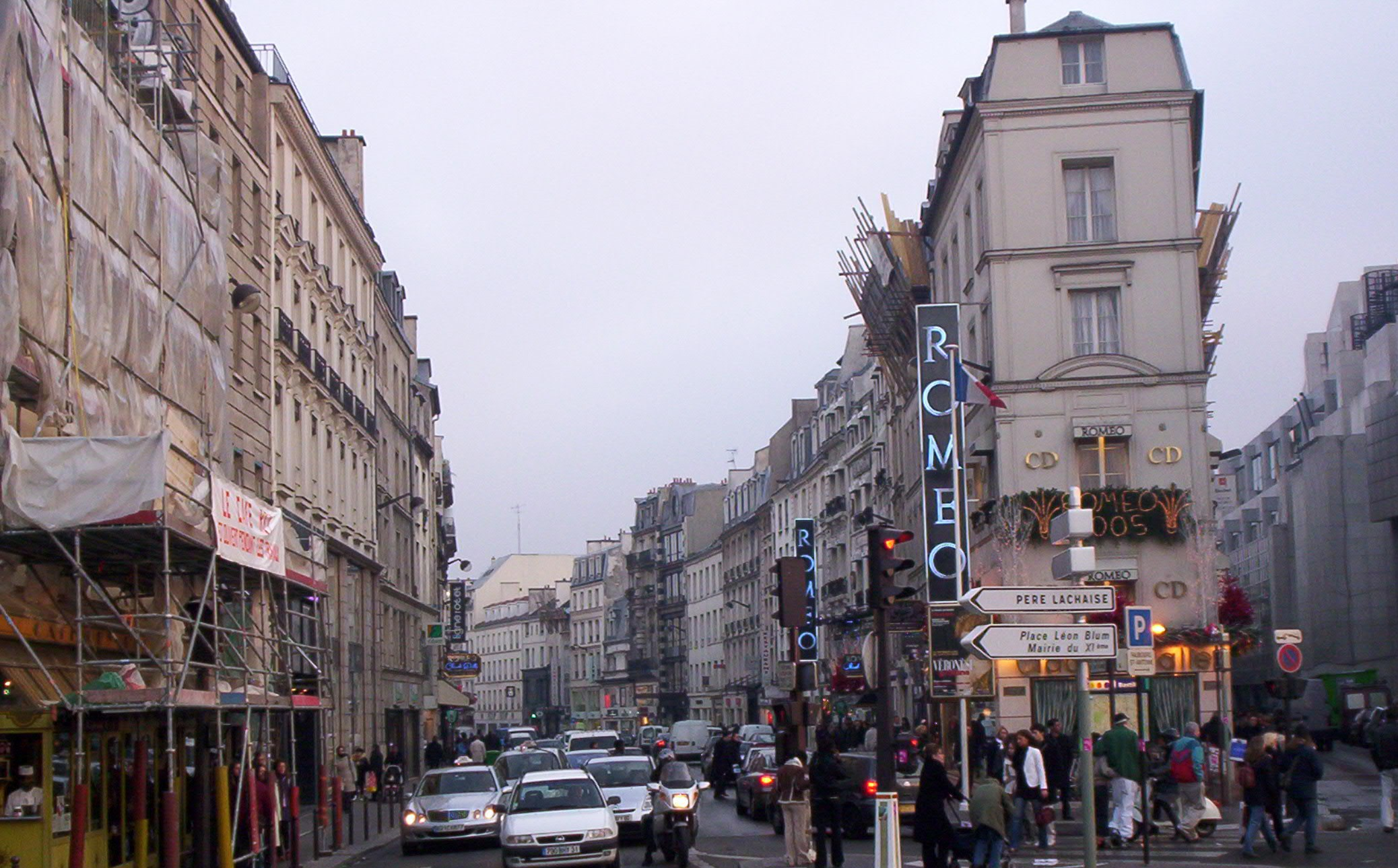 File rue du faubourg saint antoine and place de la bastille paris 2004 jpg wikipedia - Paris rue du faubourg saint antoine ...