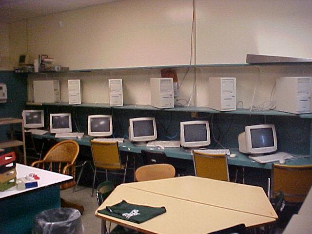 File:Penobscot Valley High School computer lab.JPG - Wikipedia