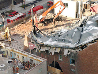 Uptown Theatre Toronto collapse 2003.jpg
