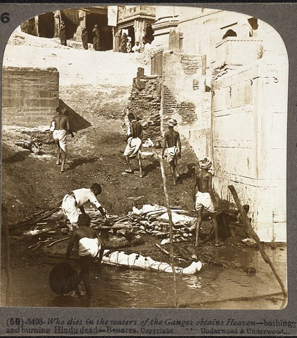Preparations for cremations on the banks of the Ganges in Varanasi, 1903. The dead are being bathed, wrapped in cloth and covered with wood. The photograph has caption,
