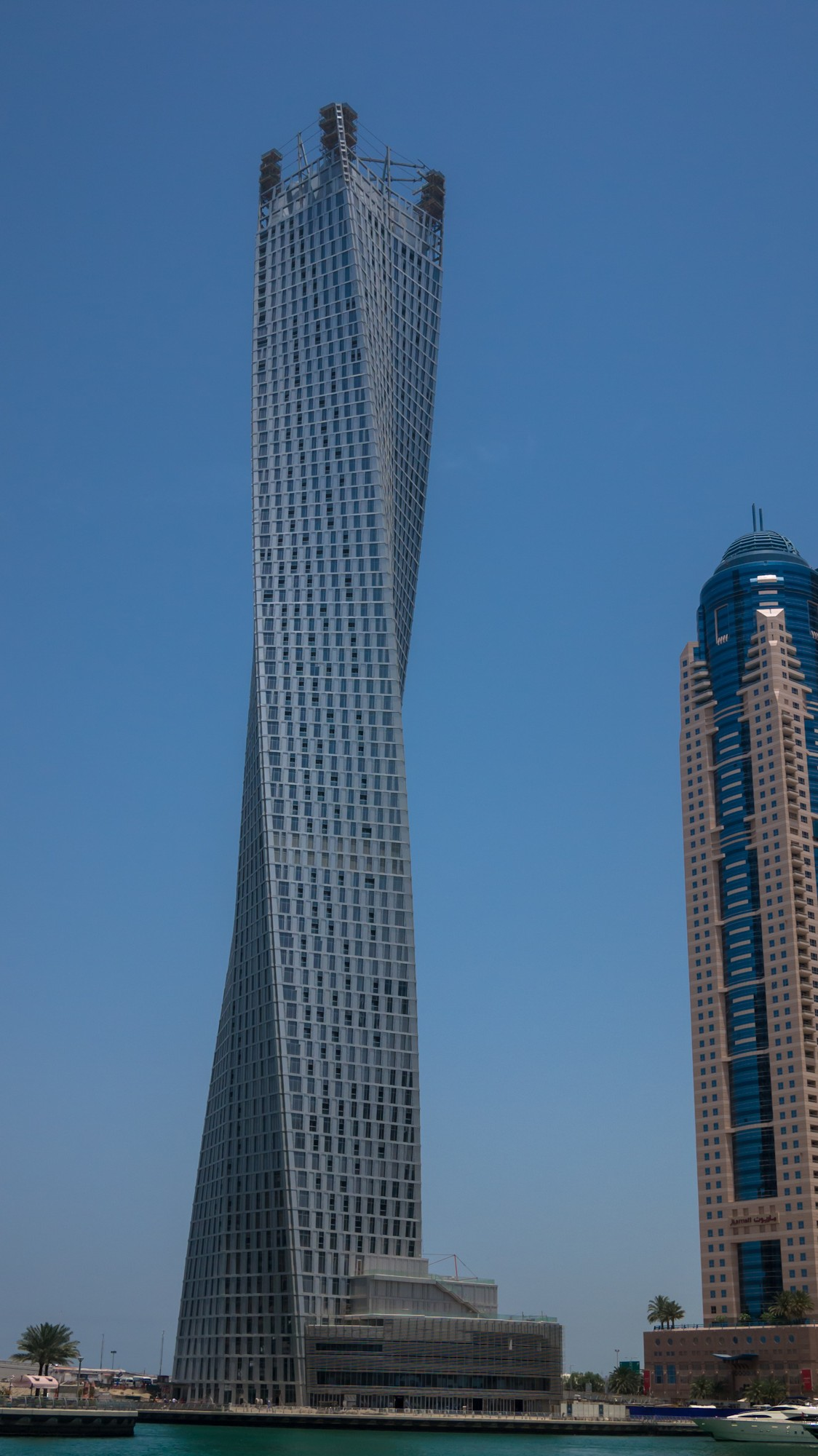 Cayan tower wikipedia Dubai buildings