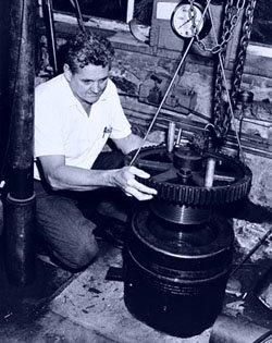 J. Lamar Worzel American geophysicist and underwater photographer