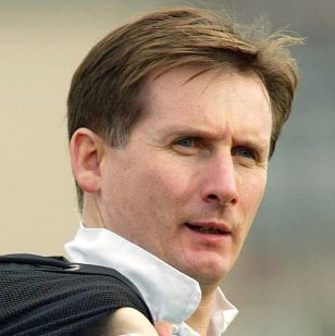 Glenn Roeder English footballer and manager