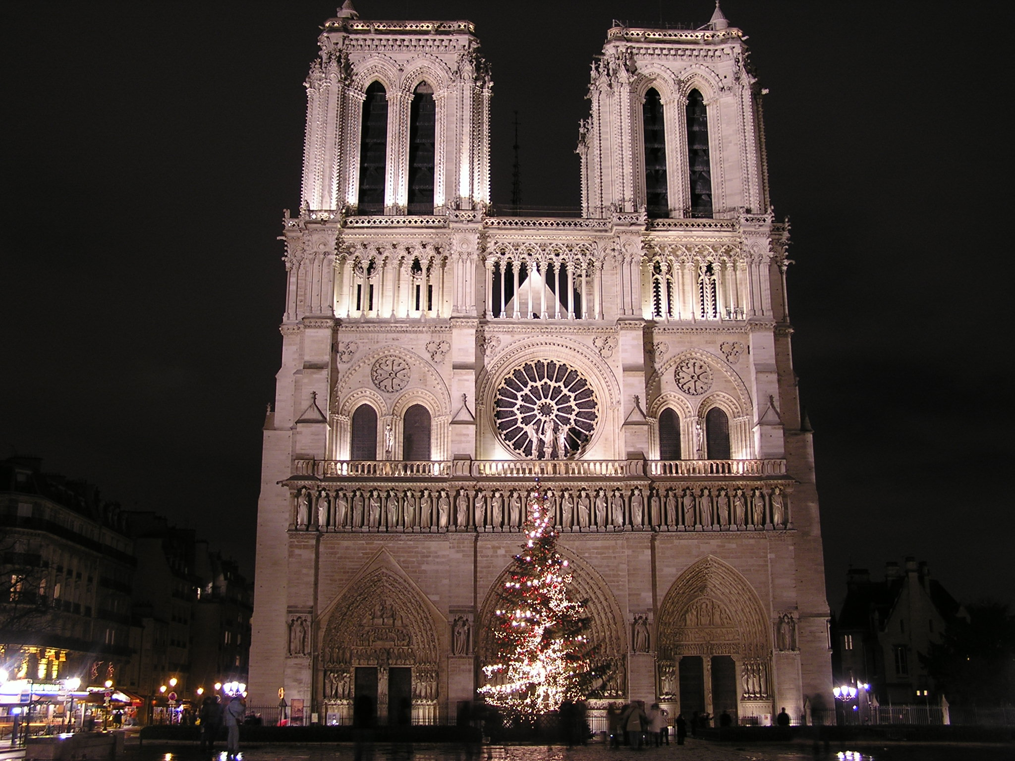 File:Notre Dame Night.JPG - Wikipedia