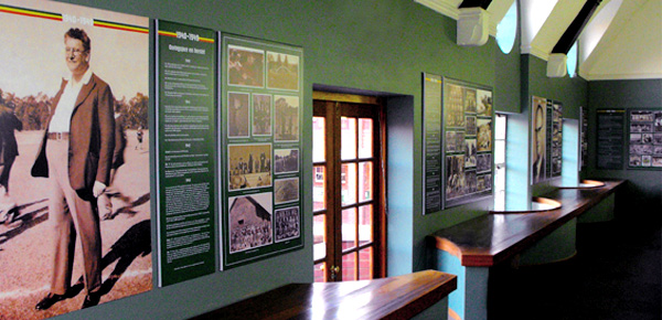 File:historical Wall Displays