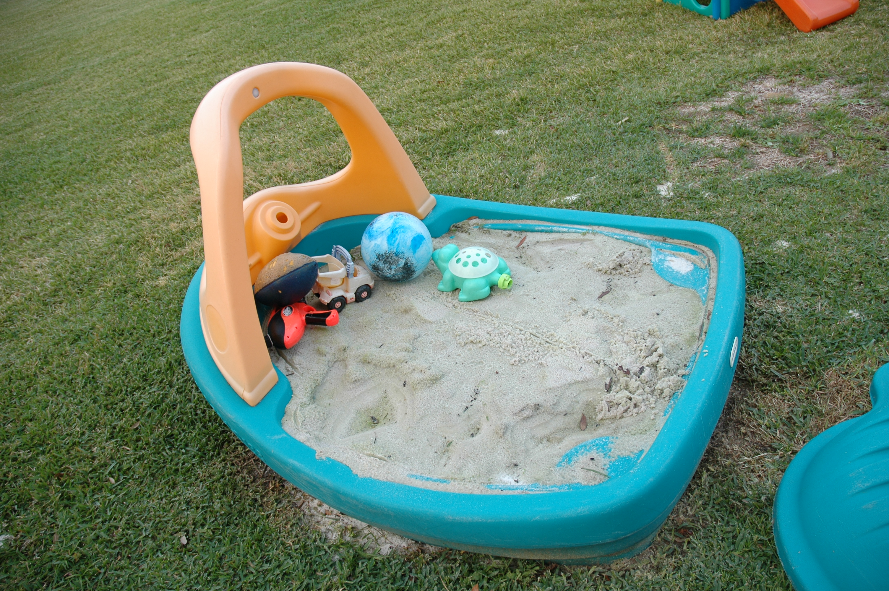 File:Boat sandbox sandpit.JPG - Wikipedia
