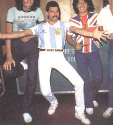 Jim_Hutton_Freddie_Mercury's_Boyfriend http://www.socialphy.com/posts/images-pics/11288/Freddie-Mercury-With-Friends-2.html
