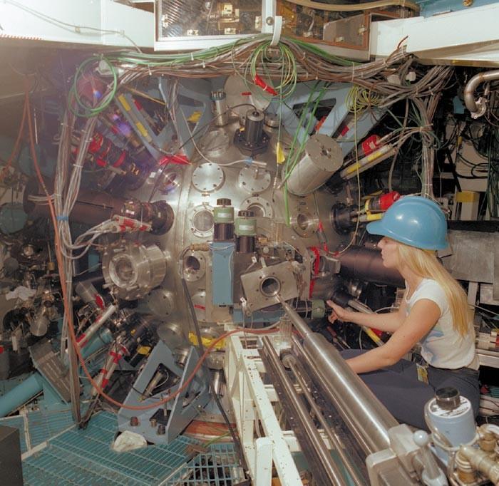 Shiva laser target chamber.jpg