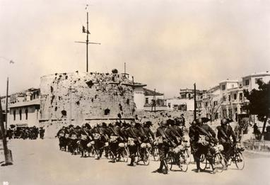 File:Durazzo, Albania, April 1939, Italian soldiers entering the city.jpg