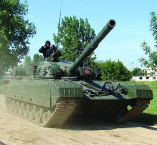 TR-125_tank_during_a_military_parade.jpg