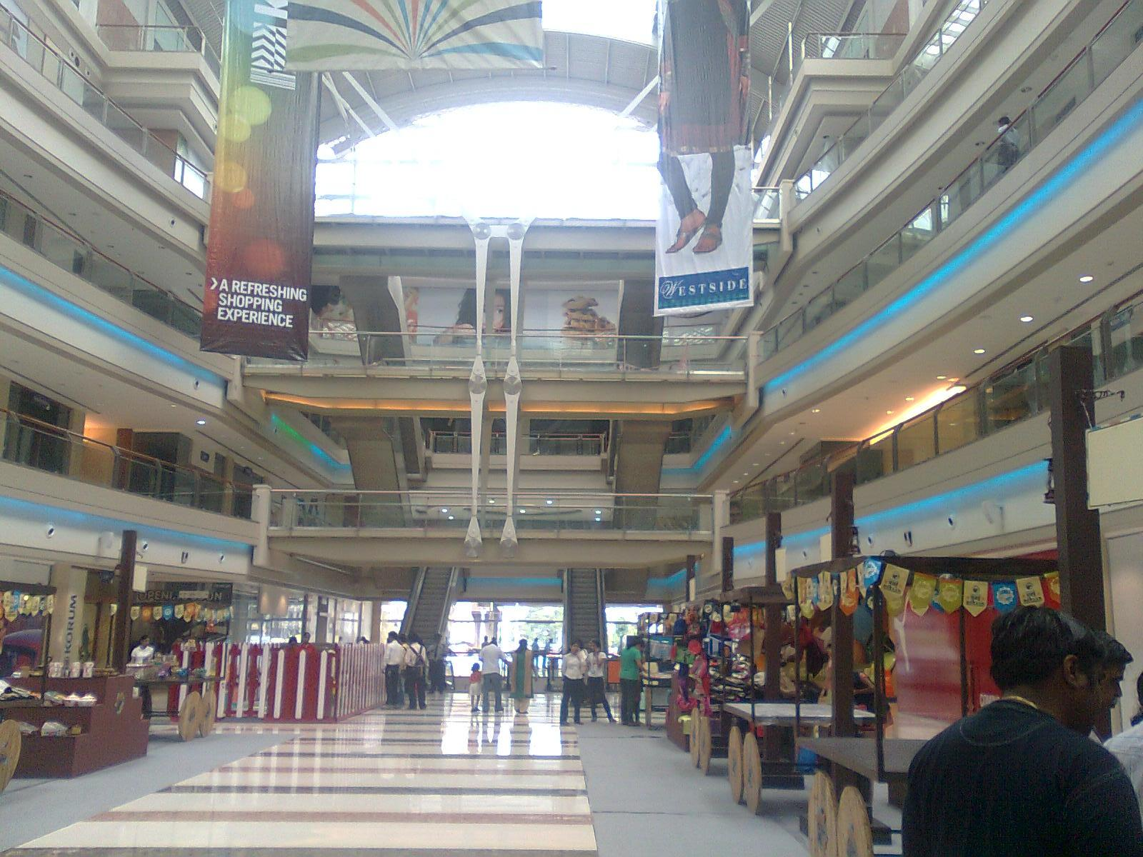 essay on shopping malls in india As for large shopping centers and downtown stores, they differ in everything, which is conditioned first of all by the tastes of people who are used to shop in them an average person from a village will simply get lost in a large shopping mall, as you really have to get used to it.