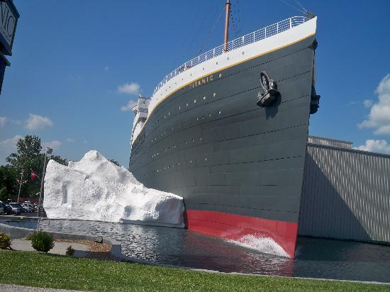 File:Exterior-of-the-titanic.jpg