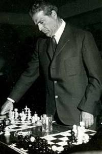 Andor Lilienthal at the chessboard.jpg