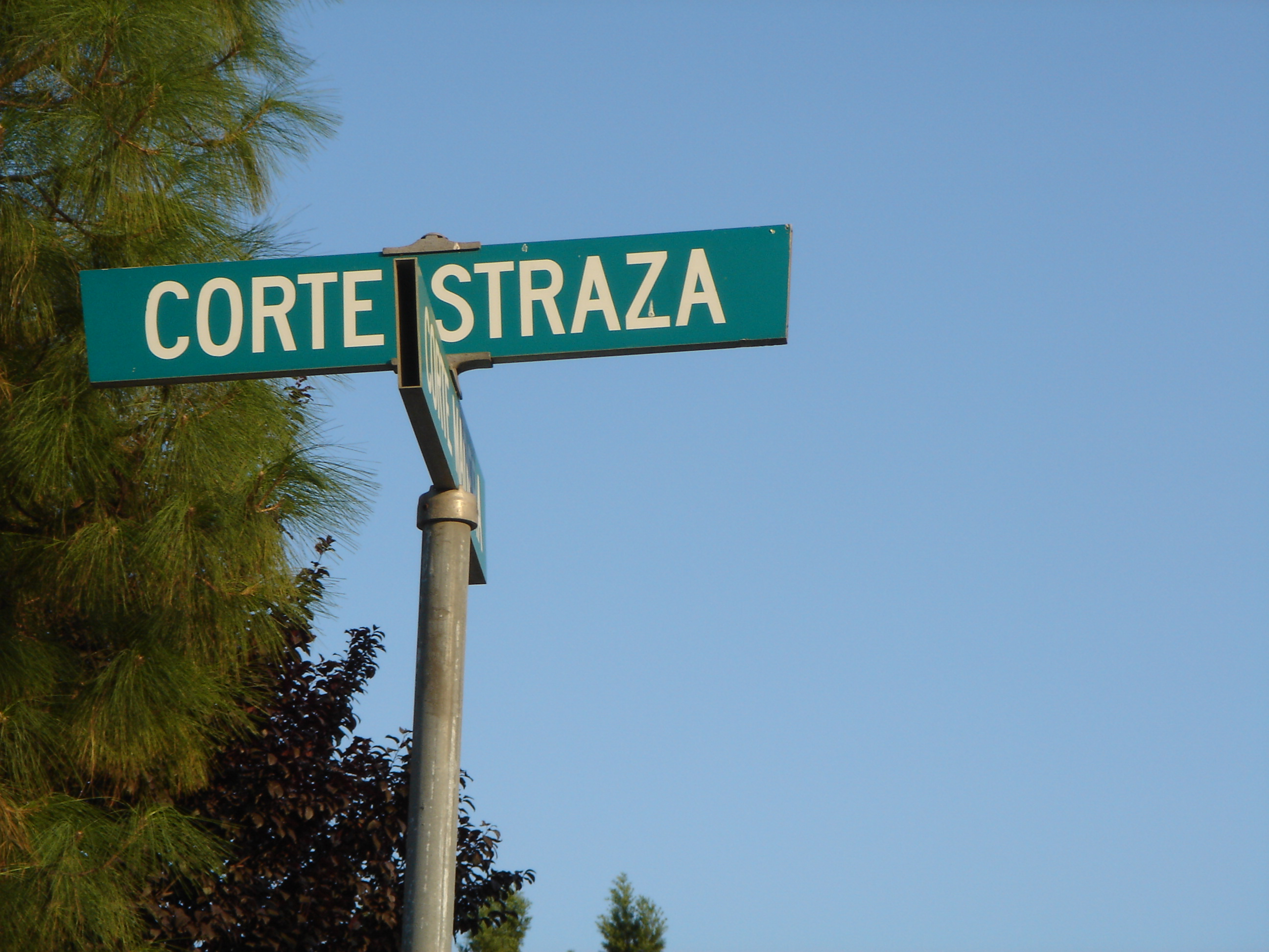 File corte straza street sign tuscany hills california for Tuscan california