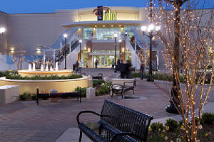 Lynnhaven Mall, opened in 1981, has 1,400,000 square feet (130,000 m) and 180 stores. LynnhavenOutdoor.JPG