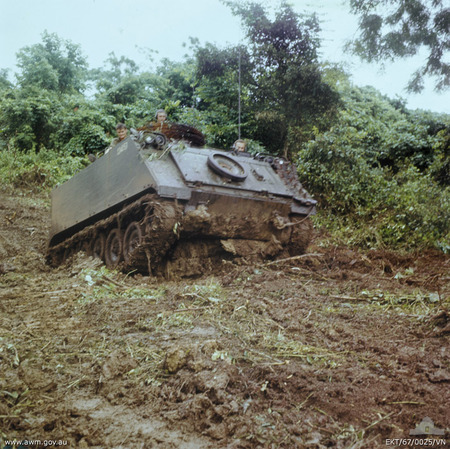 3CAV_M113_in_the_mud_Operation_Ballarat_