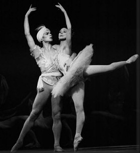 Rudolf Nureyev and Margot Fonteyn in La Bayad re.