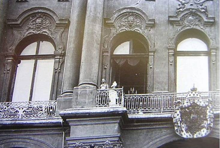 File romanovs on wikipedia for Balcony history