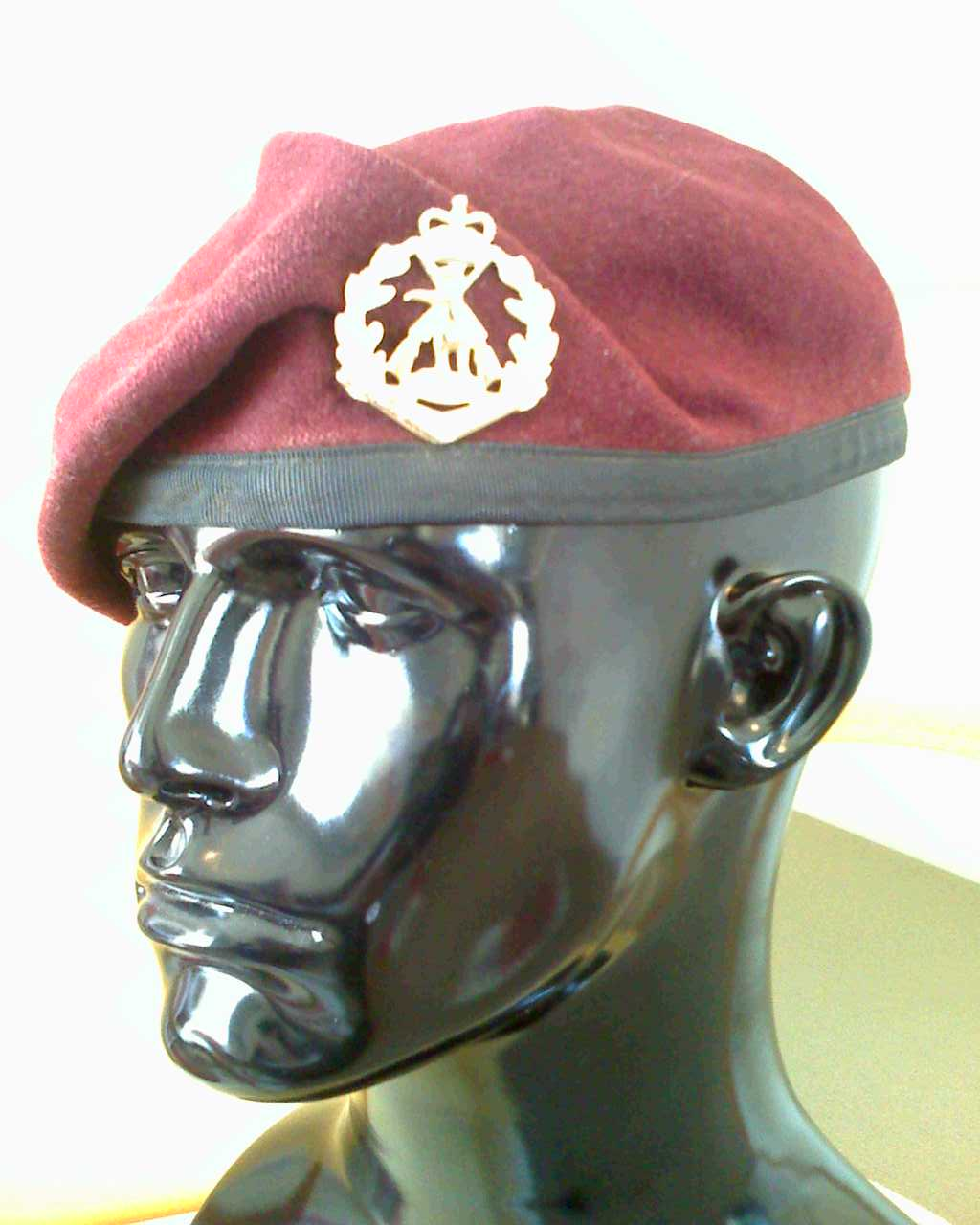 a261d9bbfddad Australian Army maroon beret with Royal Australian Regiment badge