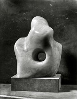 1932 Barbara Hepworth Pierced Form%2C Paul Laib%2C photographer%2C courtauld museum