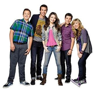 Season 4 main characters: (left to right) Gibby (Noah Munck), Spencer Shay (Jerry Trainor), Carly Shay (Miranda Cosgrove), Freddie Benson (Nathan Kress) and Sam Puckett (Jennette McCurdy) - iCarly