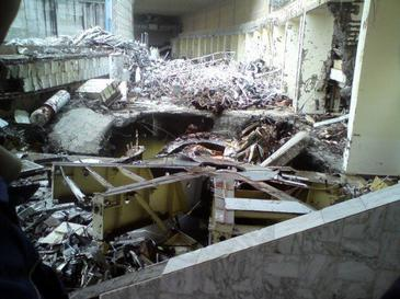 https://upload.wikimedia.org/wikipedia/en/f/f1/Sayano-Shushenskaya_HPS_-_generator_hall_post-accident.jpg