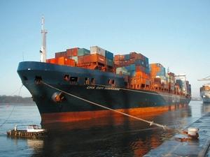 Le porte-conteneurs MSC Napoli remorqué à Lyme Bay par les ...