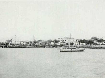 Port of Thoothukudi during the Madras Presidency, c.a. 1913 Sea front Tuticorin 1913.jpg