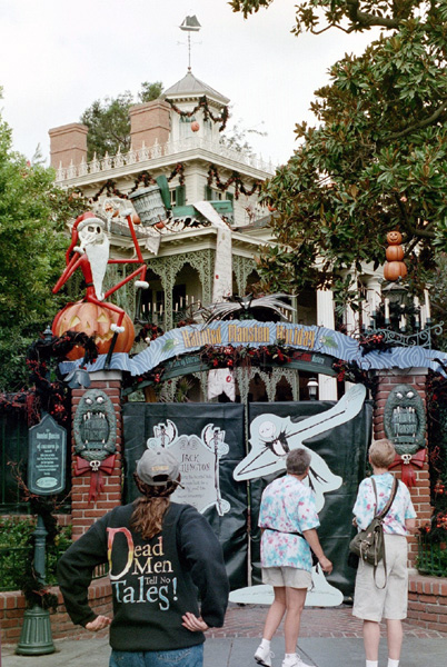 ... : Haunted Mansion in Disneyland - Nightmare Before Christmas version