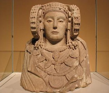 Frontal view of the Lady of Elche. Dama de Elche 1.jpg
