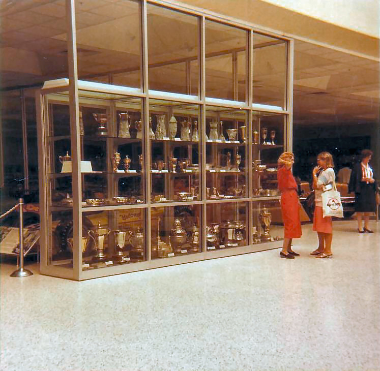 File:Trophy Cabinet At Indianapolis Motor Speedway 2.