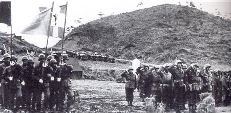 https://upload.wikimedia.org/wikipedia/en/f/fb/Greek_battalion_in_Korea_March_1952.jpg