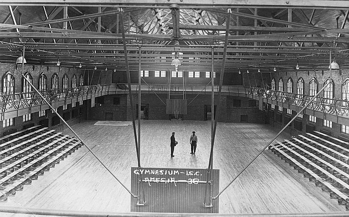 State gymnasium wikipedia for Cost to build a house in iowa