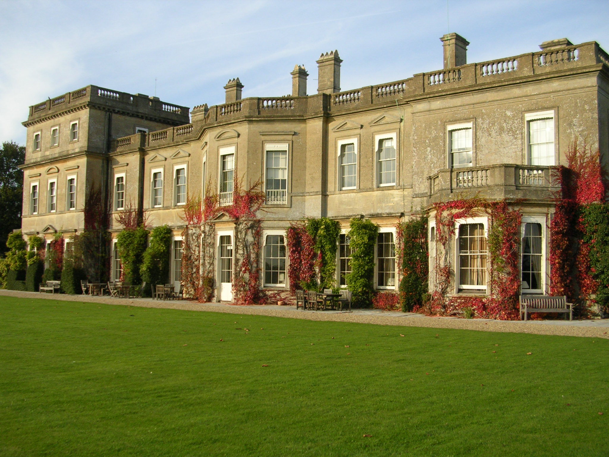 File 18th century mansion built of bath stone with for Big modern houses in england