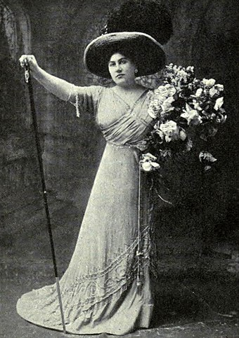 Emmy Destinn in the role of Tosca, c. 1910 Destinn as Tosca Victrola Book of Opera.jpg