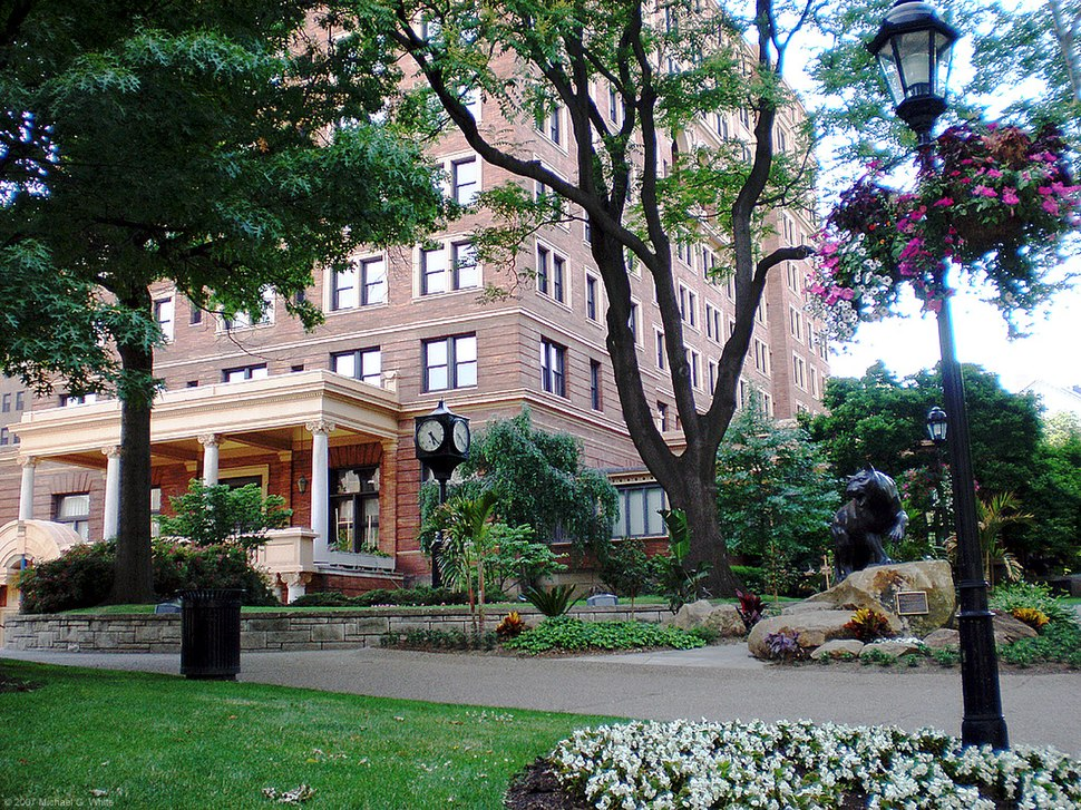 Front lawn, William Pitt Union (University of Pittsburgh)