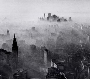 1966 New York City smog - Image: 1966 NYC smog by Neal Boenzi NYT