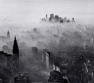 1966 New York City smog - Image: 1966 NYC smog by Neal Boenzi NYT