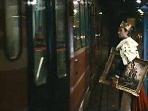 Viva la Vida - Chris Martin as the king in the Anton Corbijn video