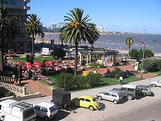 Pocitos - Image: Plaza Gomensoro, Pocitos