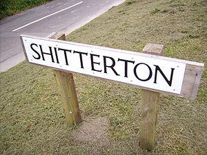 Shitterton - An old sign, before it was stolen.
