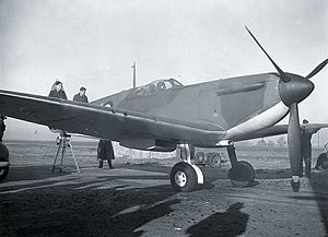 "Supermarine Spitfire (early Merlin-powered variants) - A Spitfire Mk Ia of 602 Squadron in early 1940. A de Havilland 3 blade propeller unit is fitted, along with a ""blown"" canopy and the laminated bulletproof windscreen and later aerial mast. The brass plate below the external starter plug can be seen on the side engine cowling."