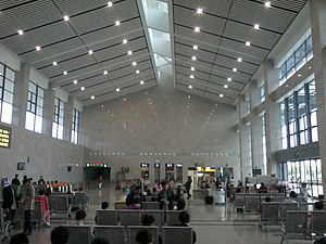 Tongxiang Station Interior.jpg