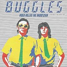 "Kreslená verze Trevor Horn (vlevo) a Geoff Downes (vpravo) s modrým textem ""Buggles Video Killed the Radio Star"" nahoře"