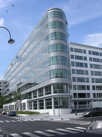 Rueil-Malmaison - Office building in the new business district of Rueil-sur-Seine